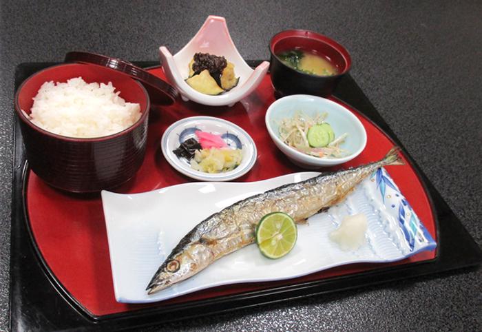 秋刀魚の塩焼御膳