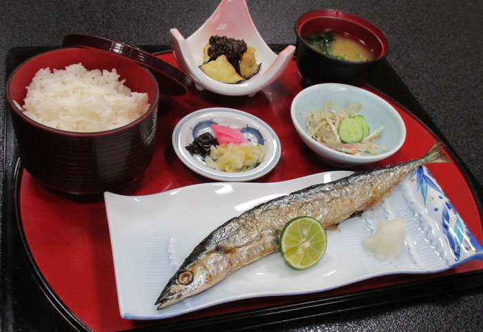 9月の定食 「秋刀魚の塩焼き御膳」